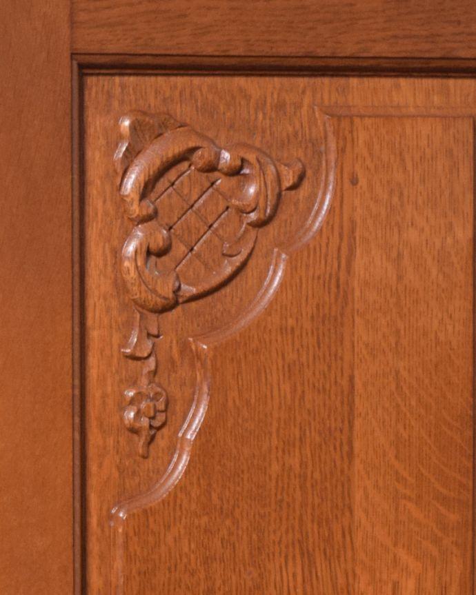 j-1913-f アンティークキャビネットの彫り