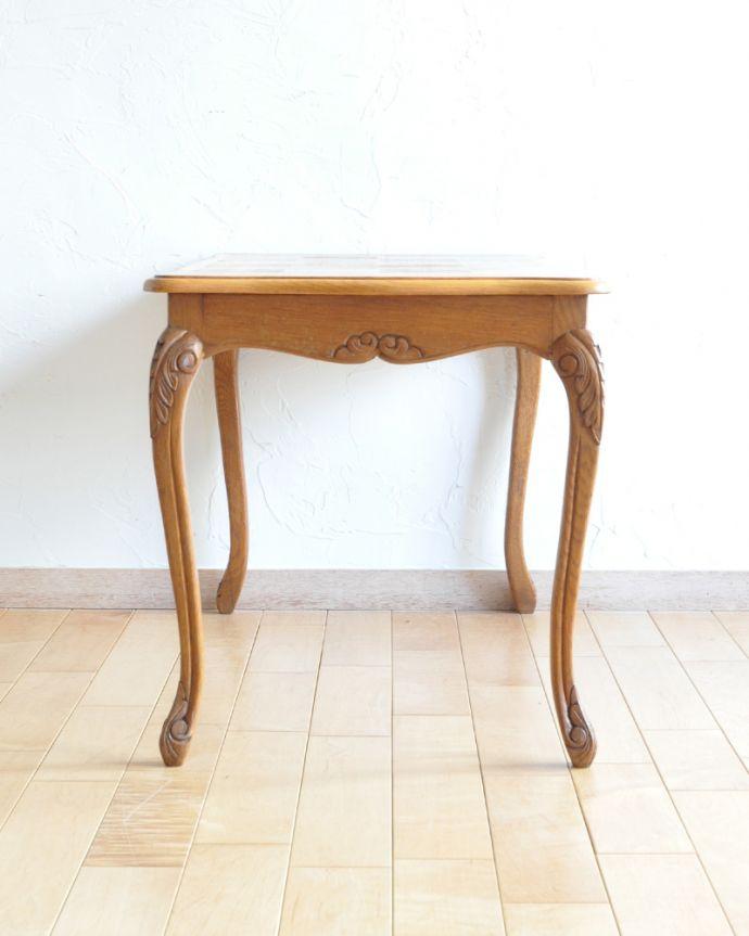 j-1928-f アンティークコーヒーテーブルの横