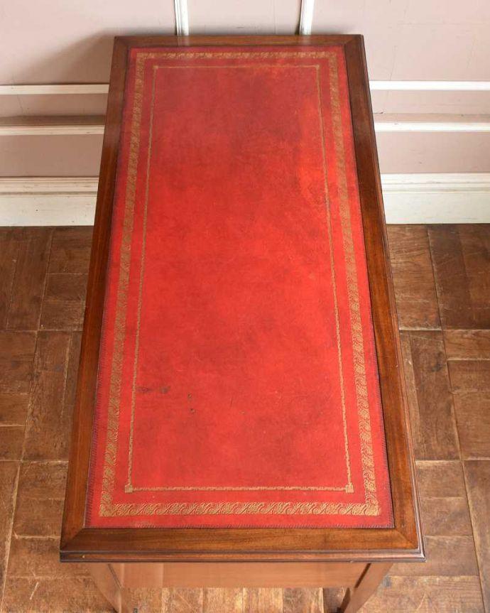 アンティークのデスク・書斎机 アンティーク家具 洗練されたマホガニー材の魅力なデスク(勉強机)、象嵌が美しいアンティーク英国家具。天板もピカピカにお直ししました。(j-1974-f)