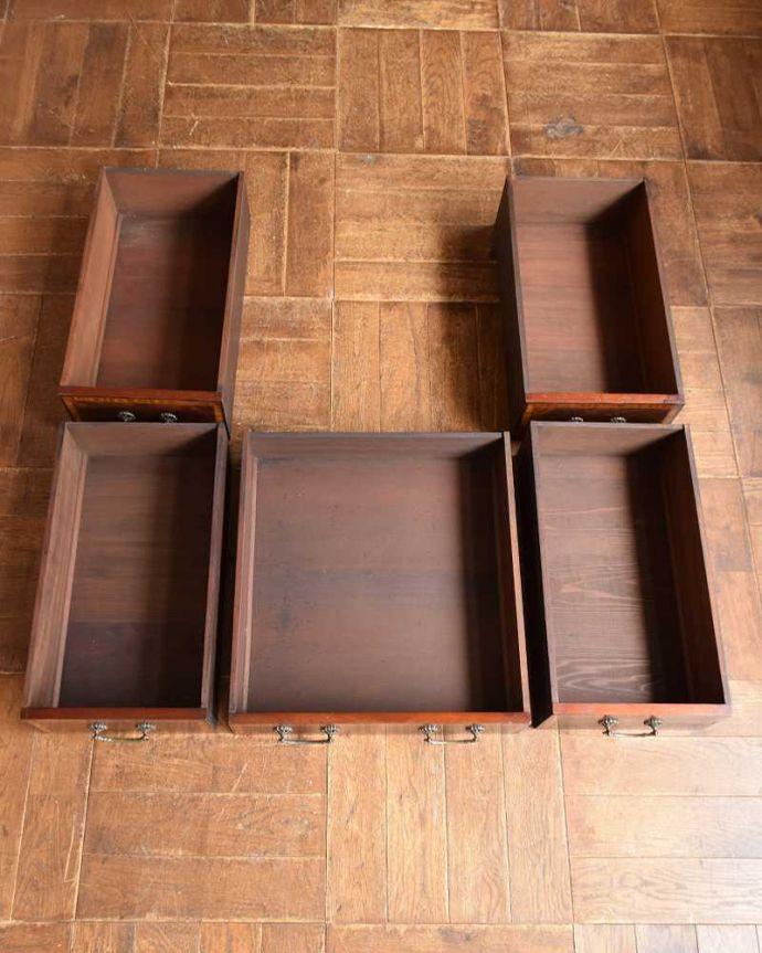 アンティークのデスク・書斎机 アンティーク家具 洗練されたマホガニー材の魅力なデスク(勉強机)、象嵌が美しいアンティーク英国家具。引き出しの中もキレイに修復しました!もちろん引き出しの中も職人がキレイにお直しました。(j-1974-f)