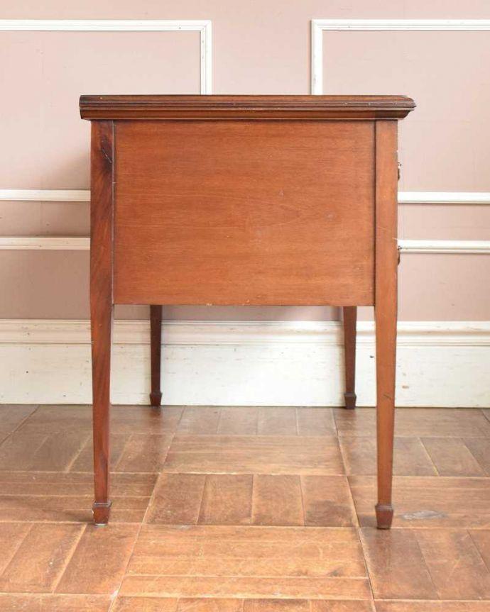 アンティークのデスク・書斎机 アンティーク家具 洗練されたマホガニー材の魅力なデスク(勉強机)、象嵌が美しいアンティーク英国家具。横から見てもステキ横から見るとこんな感じ。(j-1974-f)
