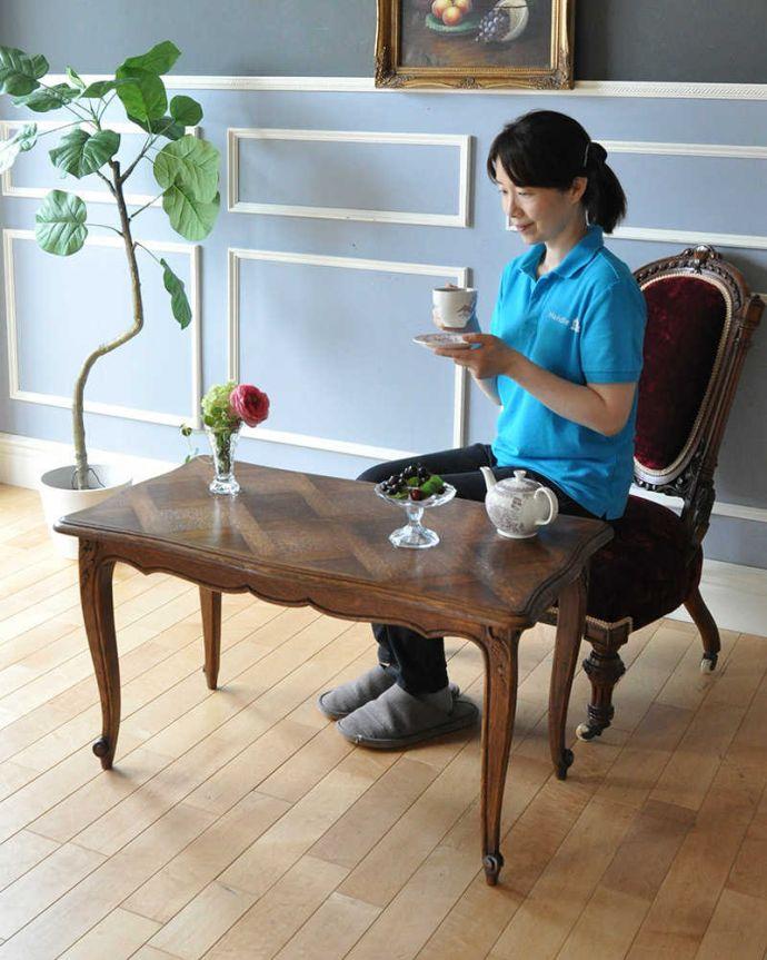 j-2020-f アンティークコーヒーテーブルのモデル入り