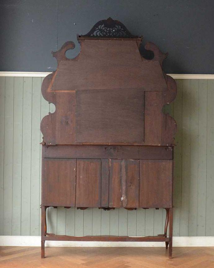 アンティーク家具 芸術品のように美しく豪華なアンティーク家具、本格英国アンティークを楽しむパーラーキャビネット。しっかり修復しました!アンティークは新品ではないので経年変化によるキズはありますが、専門の職人がしっかり修復しました。(j-2172-f)
