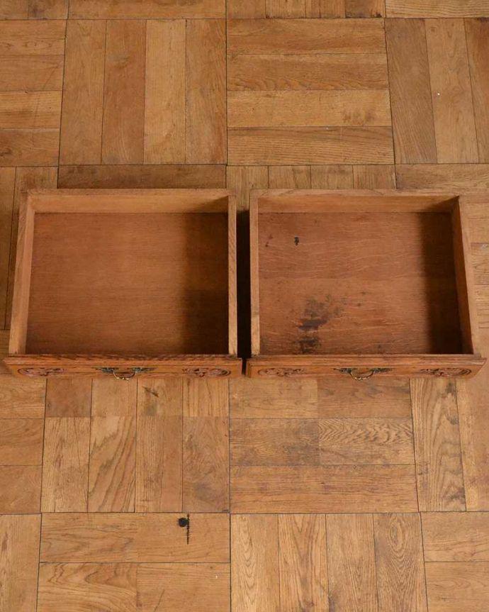 アンティークのキャビネット アンティーク家具 フランスから届いた優雅なアンティーク家具、スラっと脚の長いキャビネット。引き出しの中も、何を入れてもOKです。(j-2378-f)