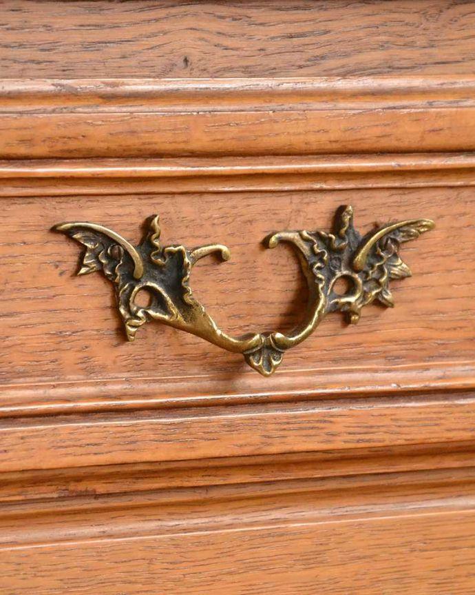 アンティークのキャビネット アンティーク家具 フランスから届いた優雅なアンティーク家具、スラっと脚の長いキャビネット。優雅な雰囲気漂う曲線の取っ手。(j-2378-f)