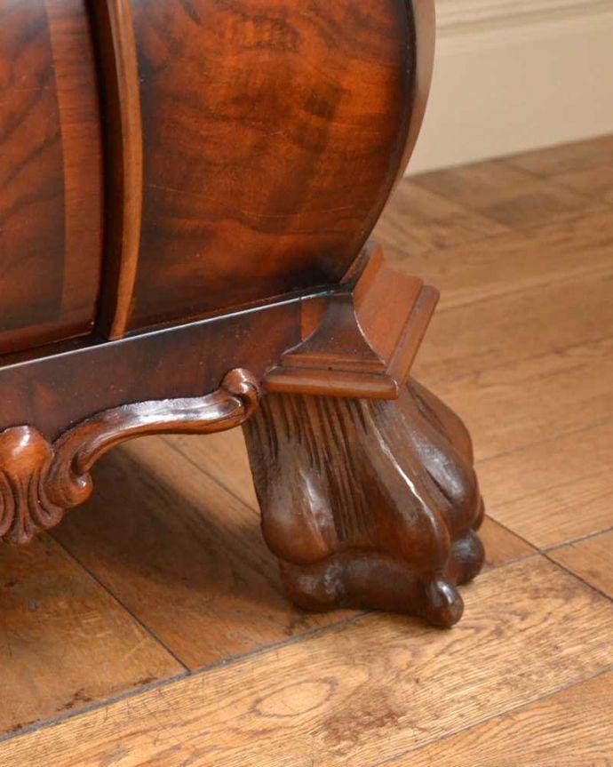 アンティーク家具 南フランスの優雅なアンティーク家具、高級材を使用した3段チェスト(コモード) 。女性1人でラクラク運べちゃう仕掛けHandleのアンティークは、脚の裏にフェルトキーパーをお付けしています。(j-2388-f)