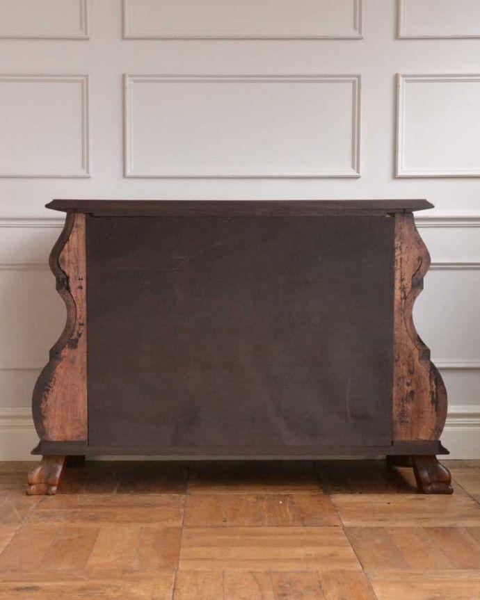 アンティーク家具 南フランスの優雅なアンティーク家具、高級材を使用した3段チェスト(コモード) 。修復したので後姿もキレイですアンティークは新品ではないので、もちろん経年変化によるキズはありますが、専門の職人がキレイに修復したので、後ろ姿もキレイです。(j-2388-f)