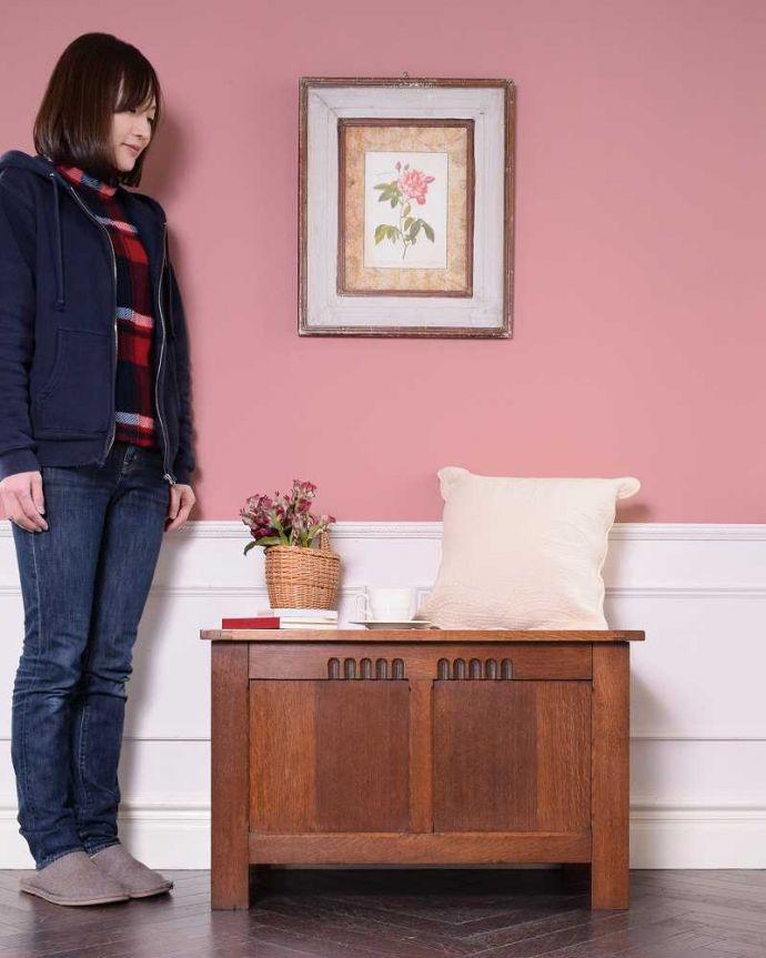 ブランケットボックス・収納ボックス アンティーク家具 ベンチやテーブルとしても使える小さなコファ、英国アンティーク家具。いろんな場所で便利に使えるアンティーク家具の中で一番基本となるブランケットボックス。(j-2430-f)