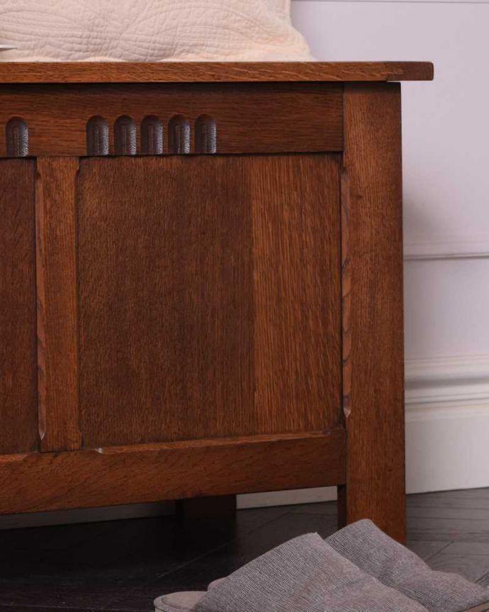 ブランケットボックス・収納ボックス アンティーク家具 ベンチやテーブルとしても使える小さなコファ、英国アンティーク家具。アンティークらしい彫りの美しさが魅力豪華な彫りの美しさがアンティークらしい雰囲気。(j-2430-f)