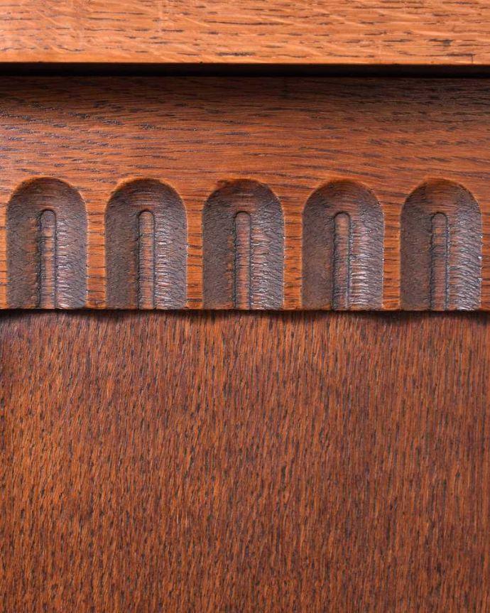 ブランケットボックス・収納ボックス アンティーク家具 ベンチやテーブルとしても使える小さなコファ、英国アンティーク家具。繊細で美しい彫刻まだ機械がそんなに発達していない時代に、どうやって彫ったんでしょう・・・見事です。(j-2430-f)