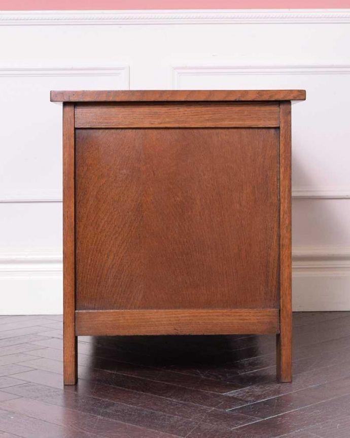 ブランケットボックス・収納ボックス アンティーク家具 ベンチやテーブルとしても使える小さなコファ、英国アンティーク家具。横から見てもキレイですもちろん、横顔だってキレイ!どこから見ても絵になります。(j-2430-f)
