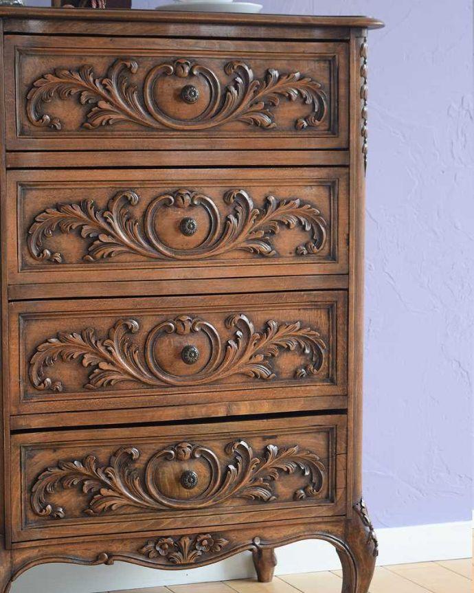 アンティーク家具 彫りが美しいどこにでも置けるスリムな4段チェスト、フランスから届いたアンティーク家具。自慢したくなる美しさやっぱりフランスのチェストは美しい見た目が魅力。(j-2437-f)