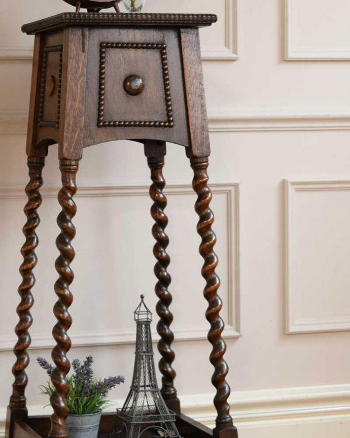プランツスタンド・ケーキスタンド アンティーク家具 英国輸入の小さなアンティーク家具、長いツイスト脚が美しいプランツスタンド。小さくてもアンティークの気品タップリ。(j-2450-f)