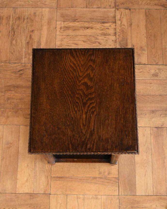 プランツスタンド・ケーキスタンド アンティーク家具 英国輸入の小さなアンティーク家具、長いツイスト脚が美しいプランツスタンド。上から見ると・・・天板の形はこんな感じです。(j-2450-f)