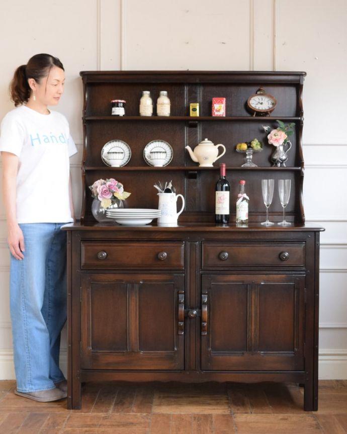 アンティークのキャビネット アンティーク家具 ウェルシュドレッサー(カップボード) アンティークらしい「見せる」収納家具ウェルシュドレッサーとは、もともとキッチンで使われていたお料理を飾り付け(ドレッシング)するための家具。(j-2727-f)