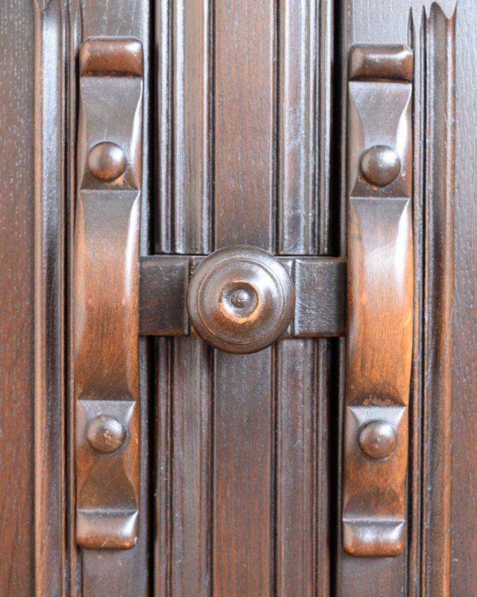 アンティークのキャビネット アンティーク家具 ウェルシュドレッサー(カップボード) 扉を開ける度にワクワク美しいデザインの取っ手。(j-2727-f)