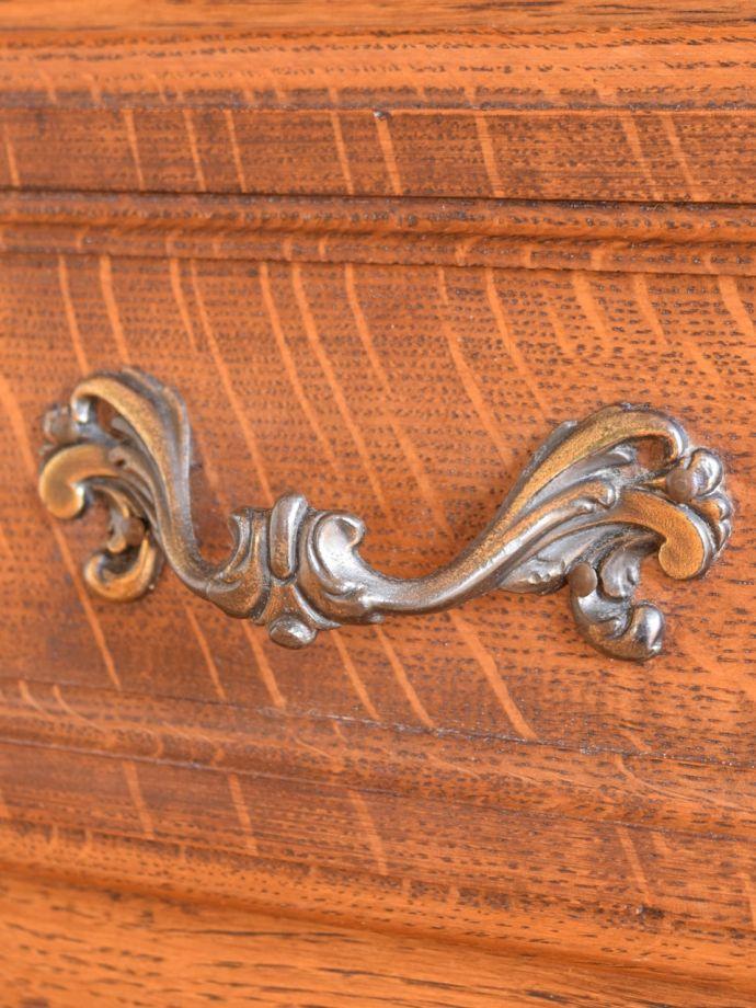 アンティークのチェスト アンティーク家具 キャビネット 開ける度にワクワクする取っ手フランスらしい優雅なデザインの取っ手。(j-2762-f)
