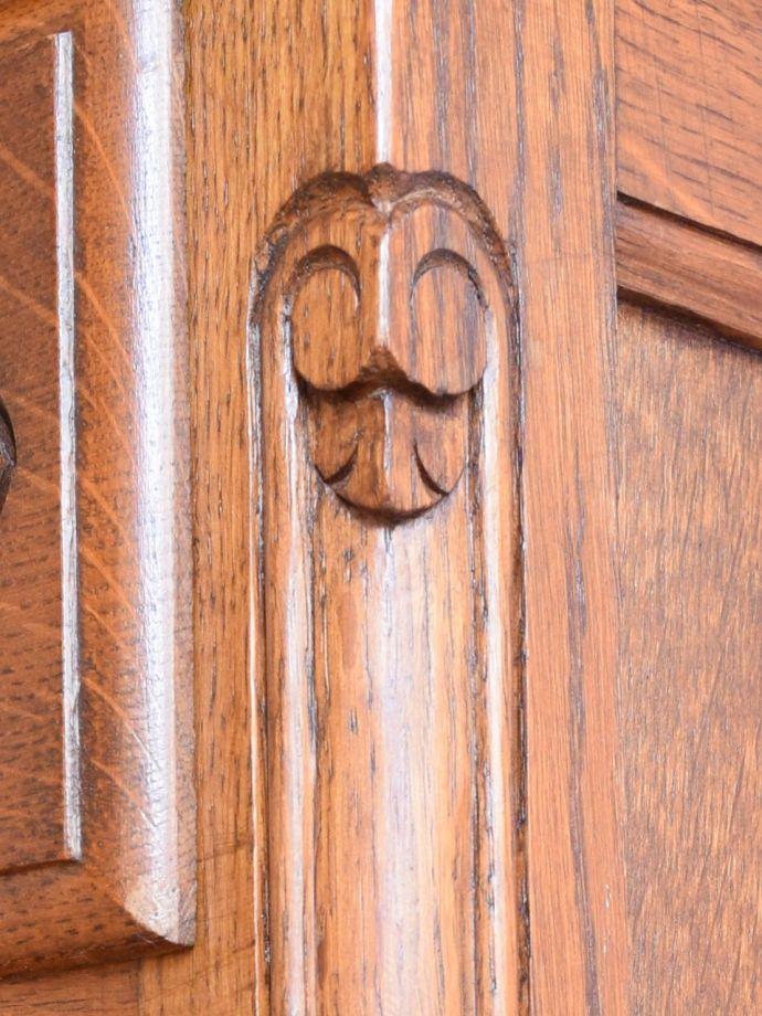 アンティークのチェスト アンティーク家具 キャビネット いろんな場所にこだわり彫のデザインもいろいろです。(j-2762-f)