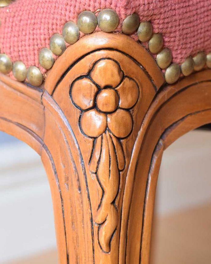 j-636-c アンティークプチポワンアームチェア(サロンチェア)の彫り(脚部分)
