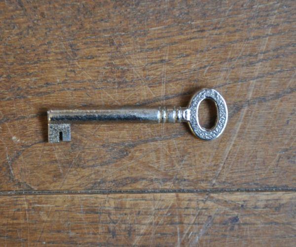 k-1061-f アンティークドレッシングチェストの鍵
