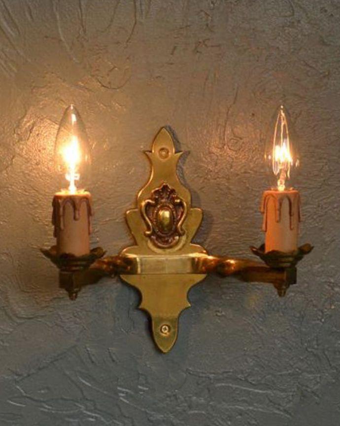 壁付けブラケット 照明・ライティング 英国のアンティーク壁付け照明、2灯タイプのウォールランプ(E17シャンデリア球付)。存在感のある素敵なアンティークのウォールランプ。(k-1111-z)