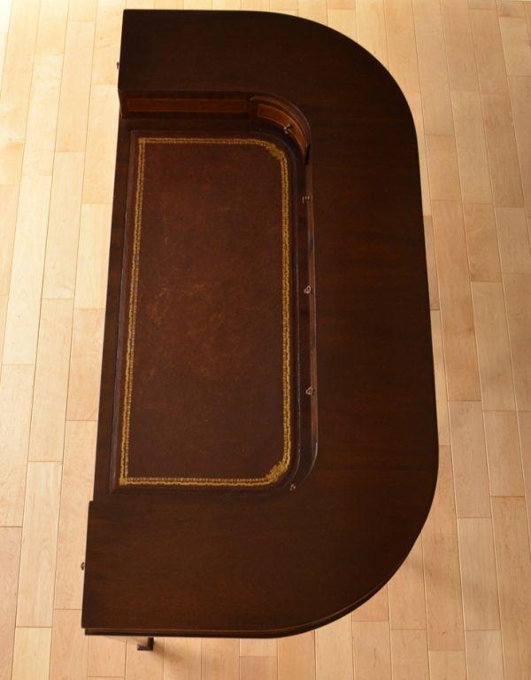 ロイドテーブル アンティーク家具 両面使える美しいアンティーク英国家具、マホガニー材のライティングデスク。広い天板は作業がしやすくて重宝しますよ!きちんとお直ししているので、天板もキレイな状態です。(k-1197-f)
