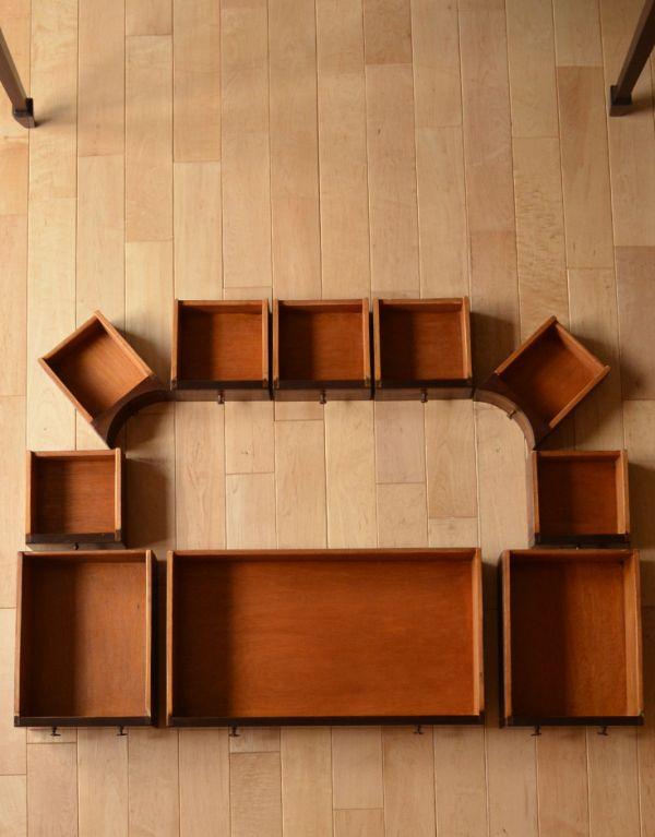 ロイドテーブル アンティーク家具 両面使える美しいアンティーク英国家具、マホガニー材のライティングデスク。便利な引き出し全部で10杯が付いています。(k-1197-f)