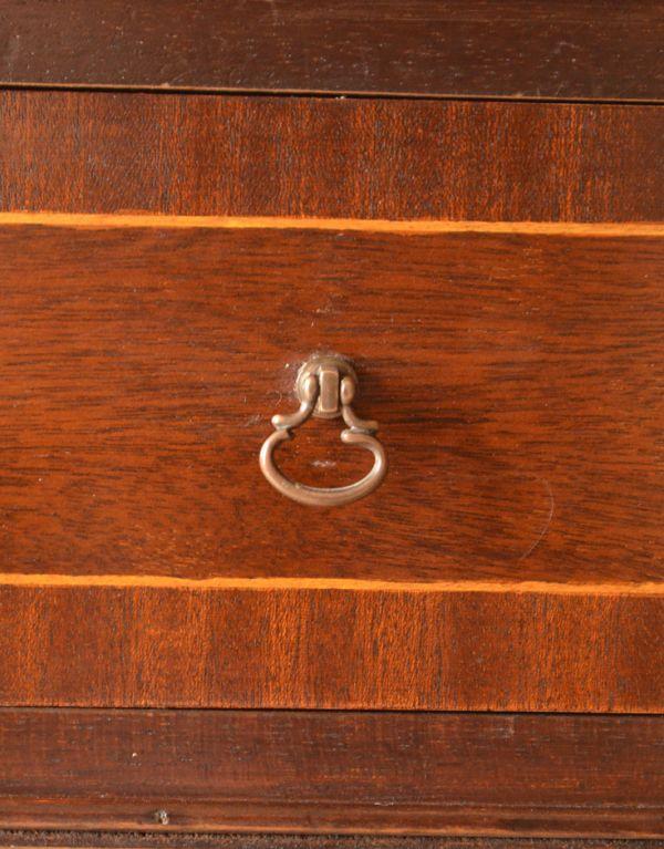ロイドテーブル アンティーク家具 両面使える美しいアンティーク英国家具、マホガニー材のライティングデスク。引き出しの取っ手です。(k-1197-f)