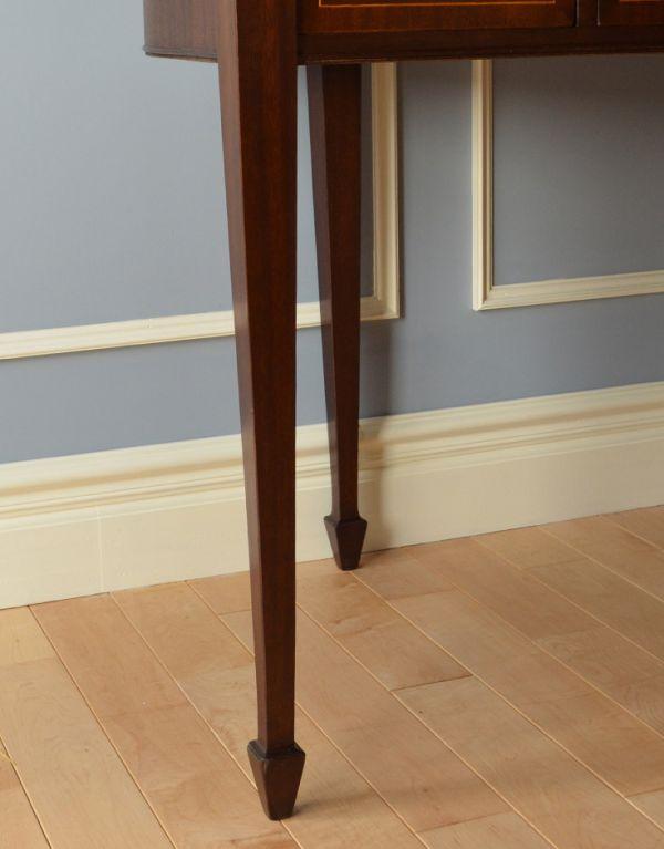 ロイドテーブル アンティーク家具 両面使える美しいアンティーク英国家具、マホガニー材のライティングデスク。しっかりとした安定感があります。(k-1197-f)