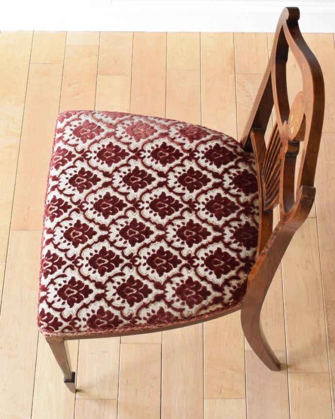 サロンチェア アンティーク チェア 象嵌が入った貴重なアンティーク、ローズウッド材の高級感漂うインレイドチェア。座面には布が貼ってあるので、長時間座っても疲れません。(k-1217-c)