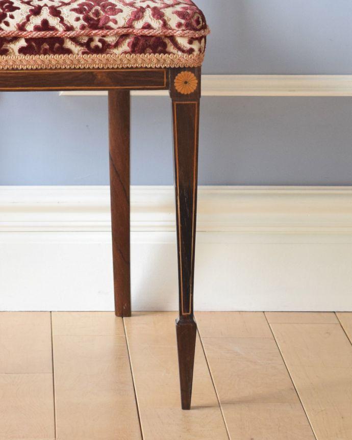 サロンチェア アンティーク チェア 象嵌が入った貴重なアンティーク、ローズウッド材の高級感漂うインレイドチェア。きちんとお直ししていますので、大柄な男性でも安心してお掛け下さい。(k-1217-c)