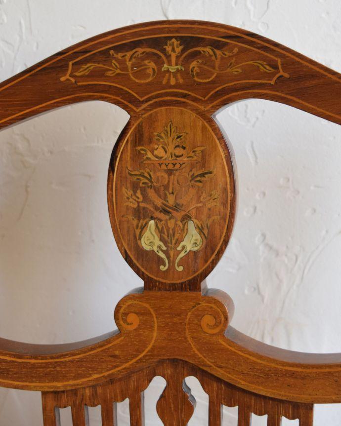 サロンチェア アンティーク チェア 象嵌が入った貴重なアンティーク、ローズウッド材の高級感漂うインレイドチェア。繊細な彫が施された芸術品のように美しいチェアです。(k-1217-c)