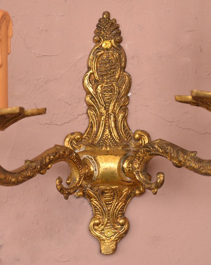 壁付けブラケット 照明・ライティング 英国アンティーク壁付け照明、2灯タイプの真鍮製ウォールブラケット(E17シャンデリア球付)。。(k-1220-z)