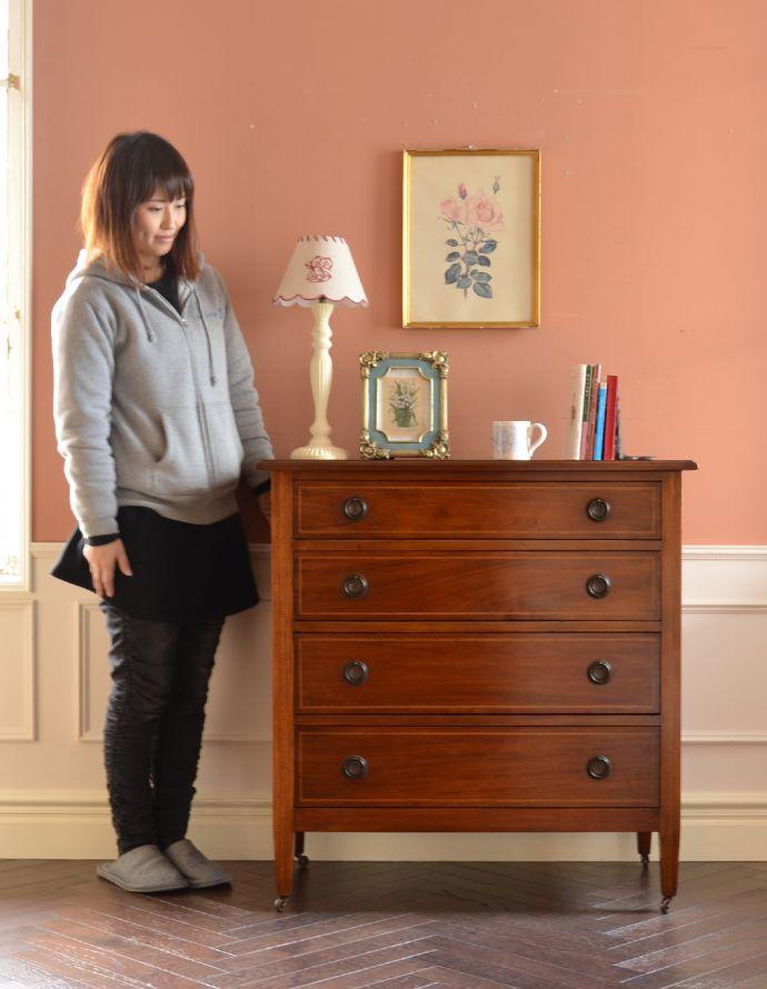 アンティークのチェスト アンティーク家具 イギリスらしいアンティーク家具、マホガニー材を使った4段チェスト。落ち着きと品のあるデザイン。(k-1251-f)