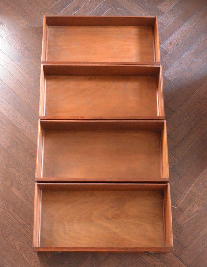アンティークのチェスト アンティーク家具 イギリスらしいアンティーク家具、マホガニー材を使った4段チェスト。引き出しは4杯。(k-1251-f)