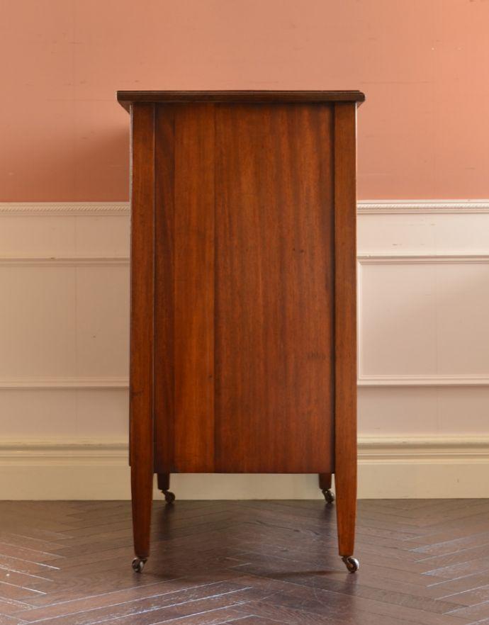 アンティークのチェスト アンティーク家具 イギリスらしいアンティーク家具、マホガニー材を使った4段チェスト。サイドから見ても絵になります。(k-1251-f)