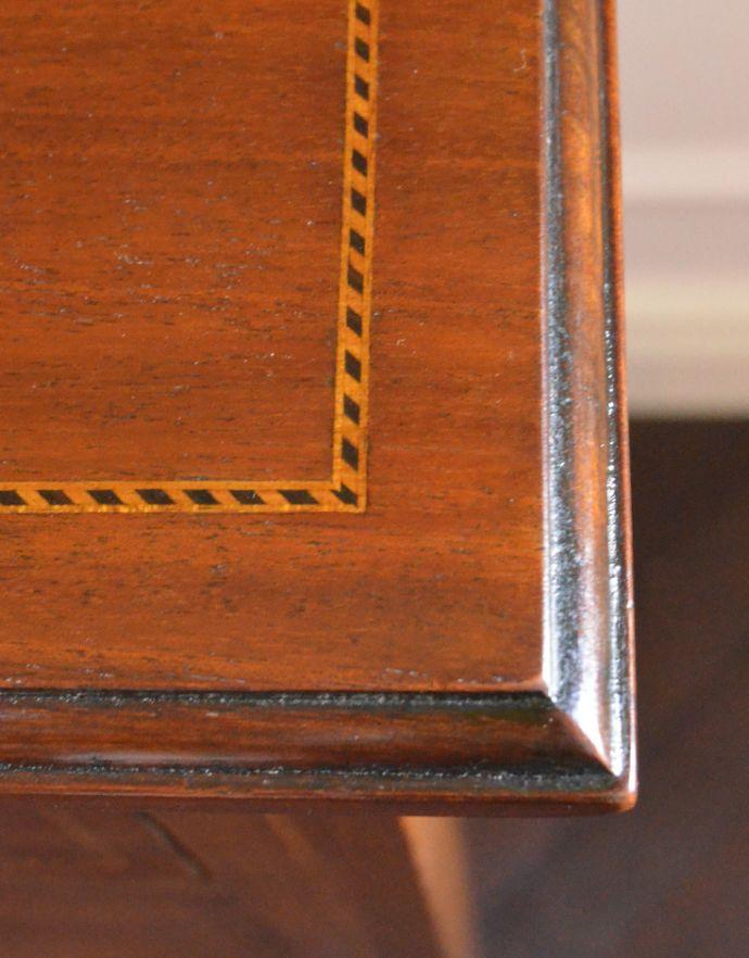 アンティークのチェスト アンティーク家具 イギリスらしいアンティーク家具、マホガニー材を使った4段チェスト。細やかな装飾が美しいので、見ているだけでうっとりしちゃいます。(k-1251-f)