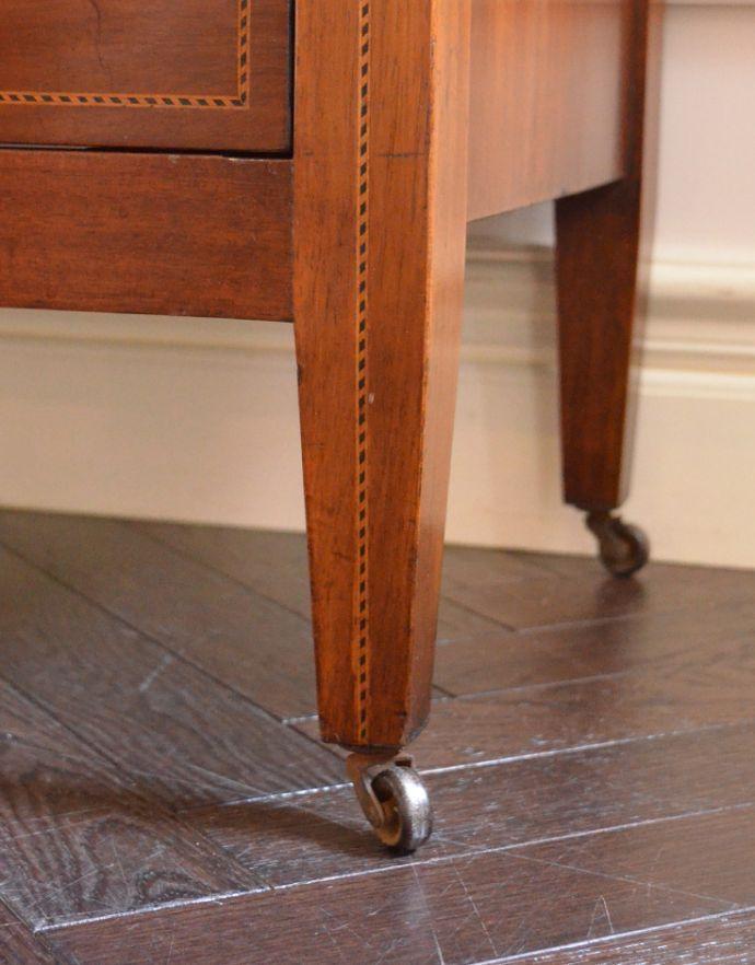 アンティークのチェスト アンティーク家具 イギリスらしいアンティーク家具、マホガニー材を使った4段チェスト。脚がすっきりしているのでお掃除も楽です。(k-1251-f)