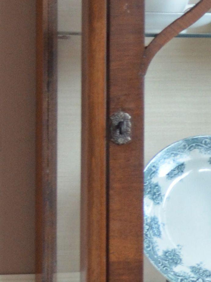 k-1302-f アンティークガラスキャビネットの鍵穴