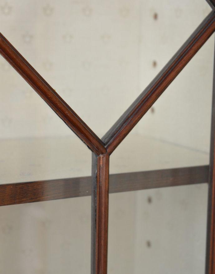 アンティークのキャビネット アンティーク家具 シノワズリーなアンティーク家具、マホガニー材の美しいガラスキャビネット。ガラスも当時のものをそのまま使っています。(k-1441k-f)