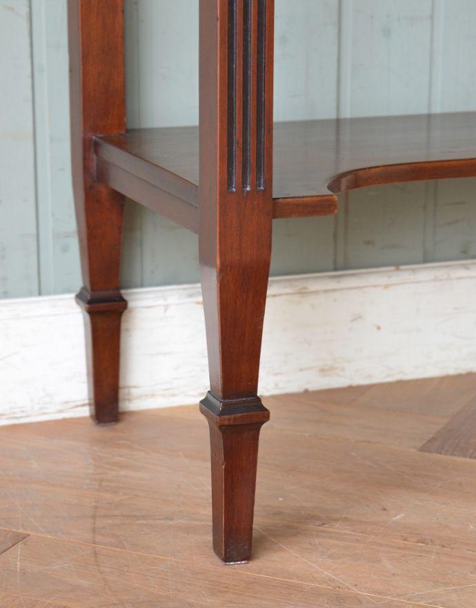 アンティークのキャビネット アンティーク家具 シノワズリーなアンティーク家具、マホガニー材の美しいガラスキャビネット。安定感のある脚がしっかり支えます。(k-1441k-f)