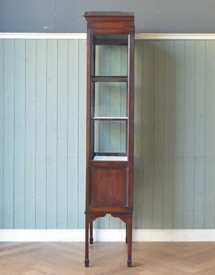 アンティークのキャビネット アンティーク家具 マホガニー材のアンティーク英国家具、天板の曲線も美しいガラスキャビネット。横から見ても素敵なんですガラスキャビネットはどこから見ても美しい!いろんな角度から中を見て楽んで下さい。(k-1550k-f)