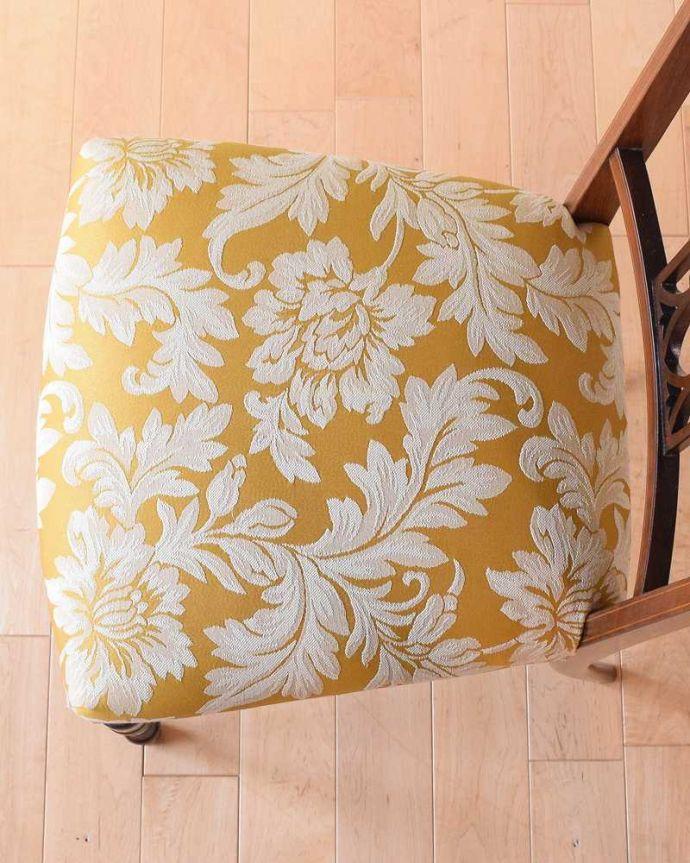 サロンチェア アンティーク チェア 美しい象嵌が気品溢れるアンティークのインレイドチェア。座面を上から見るとこんな感じ座面は布貼りなので、長時間座っても疲れません。(k-1560-c)