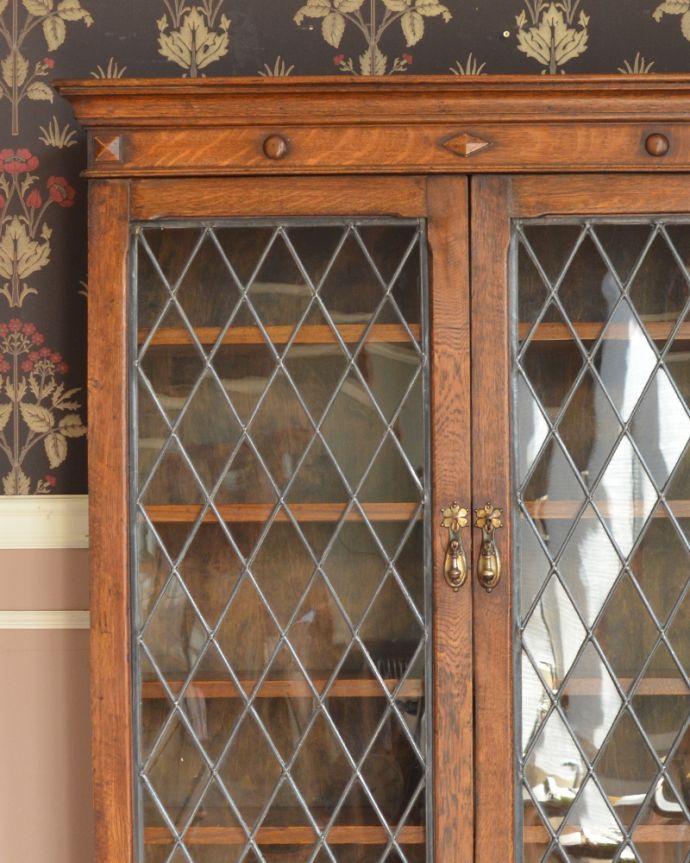 アンティークのキャビネット アンティーク家具 英国紳士たちが愛したかっこいいアンティーク家具、イギリス輸入のブックケース(本棚)。アンティークのガラスがキレイにはめ込んであります。(k-1565-f)