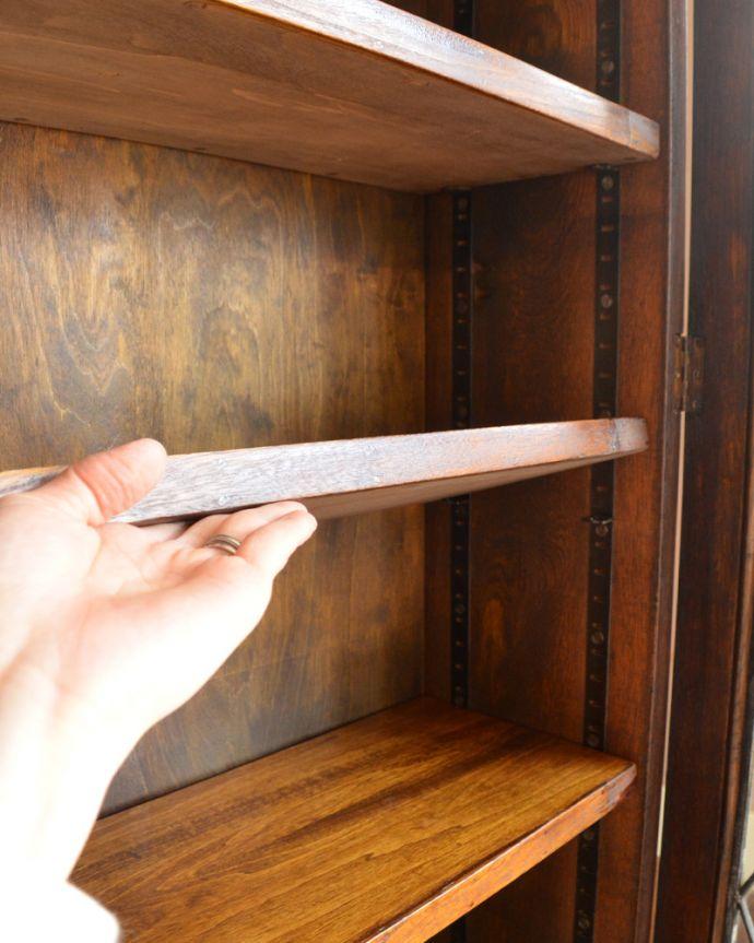 アンティークのキャビネット アンティーク家具 英国紳士たちが愛したかっこいいアンティーク家具、イギリス輸入のブックケース(本棚)。棚板は4枚。(k-1565-f)