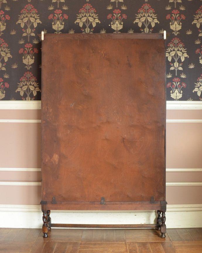 アンティークのキャビネット アンティーク家具 英国紳士たちが愛したかっこいいアンティーク家具、イギリス輸入のブックケース(本棚)。アンティークは新品ではないので、もちろん経年変化によるキズはありますが、専門の職人が目立たないようキレイにお直しをしているので、後姿までキレイです。(k-1565-f)