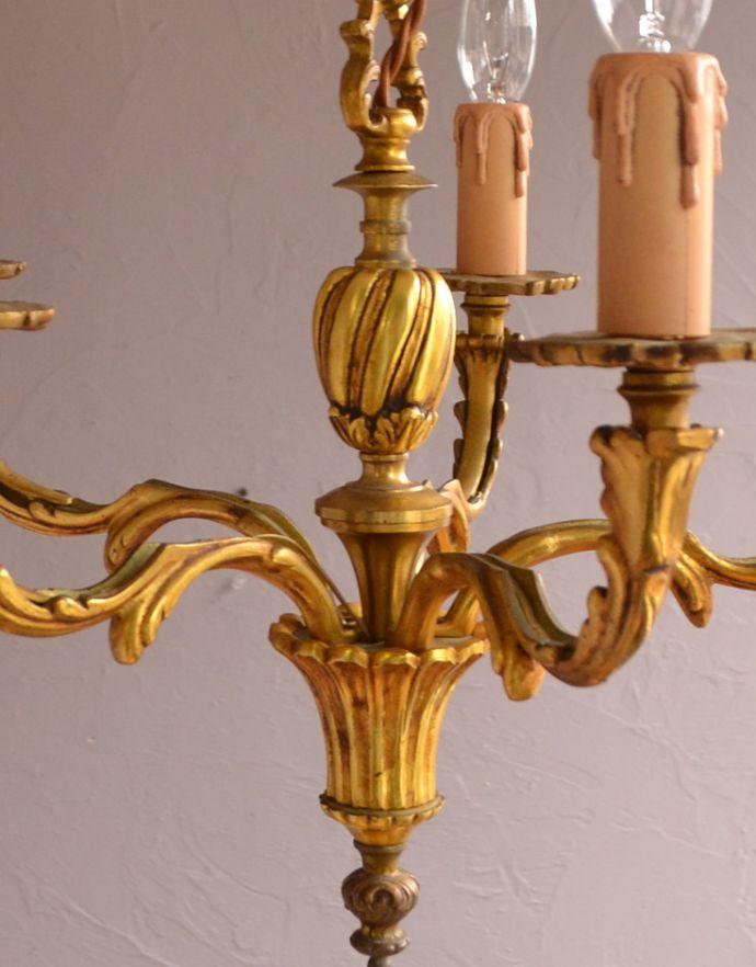 シャンデリア 照明・ライティング 高級感溢れる真鍮製シャンデリア、フランス輸入のアンティーク照明(5灯)(E17シャンデリア球付)。しっかり選んできましたアンティークは新品ではないので、写真に映らない多少の欠けやキズがありますが、キレイなものだけを選んできました。(k-1595-z)