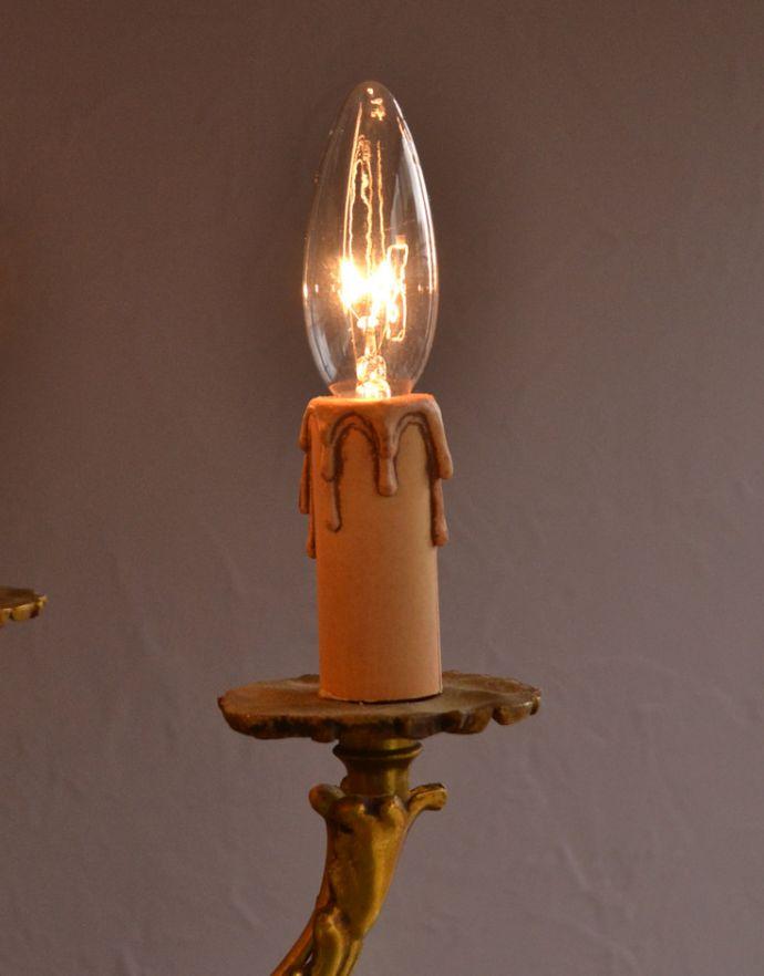 シャンデリア 照明・ライティング 高級感溢れる真鍮製シャンデリア、フランス輸入のアンティーク照明(5灯)(E17シャンデリア球付)。LEDも使えます口金は100Wまで対応可能ですが、蝋管付きなので白熱球は40W以下がオススメです。(k-1595-z)