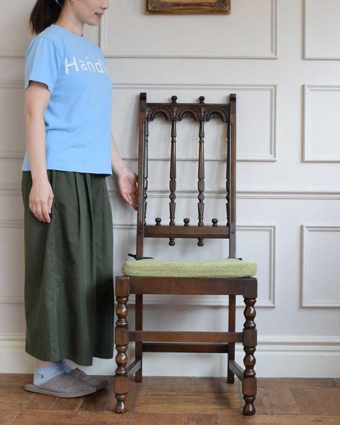 アーコールチェア アンティーク チェア 背もたれがカッコイイ、アーコール社のアンティークチェア。英国の伝統が受け継がれる椅子英国らしい重厚な雰囲気を作り上げてくれるダイニングチェアです。(k-1638-c)
