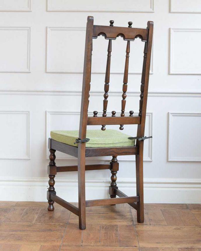 アーコールチェア アンティーク チェア 背もたれがカッコイイ、アーコール社のアンティークチェア。後ろ姿にも自信アリ!並べた時に後ろから見ることも多い椅子。(k-1638-c)